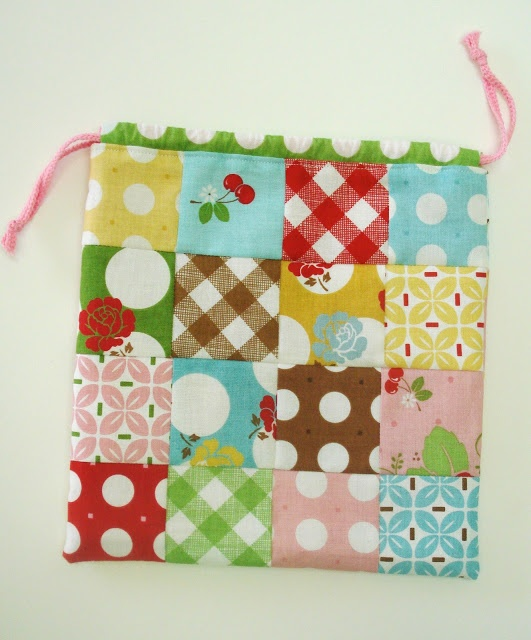 Bee In My Bonnet: A Cute Little Patchwork Bag Tutorial...