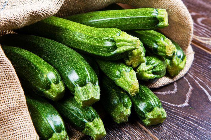 Cukinia właściwości zdrowotne. Poznaj 10 korzyści z jedzenia cukinii, warzywa, które wspiera odchudzanie i jest polecane w diecie cukrzyków.
