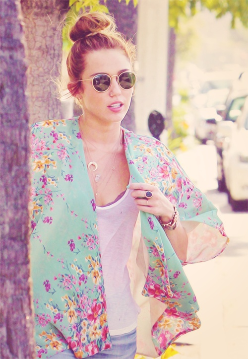 25 Best Ideas About Miley Cyrus Buns On Pinterest Miley Cyrus Style Miley Cyrus Body And
