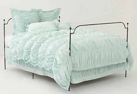 Faça uma linda e diferente capa de edredom para proteger a sua peça e deixar a sua cama mais bonita no dia a dia.