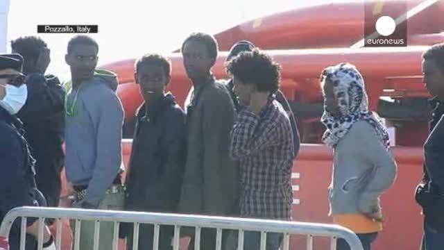 Los guarda costas italianos llevan a cabo la mayor operación de rescate de inmigrantes en lo que va de año