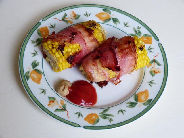 Hier ein einfaches Rezept, das sich im Nu zubereiten lässt. Die Grillierten Maiskolben mit Speck eignen sich toll für Sommerfeste.