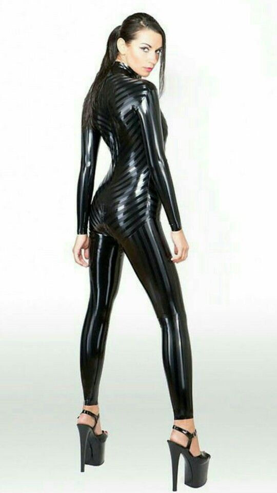 latex catsuit anziehen domina saarland