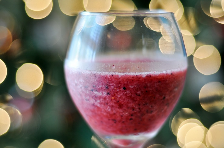 Wine Smoothie! A bag of frozen fruit and blend it with 1 cup of white ...
