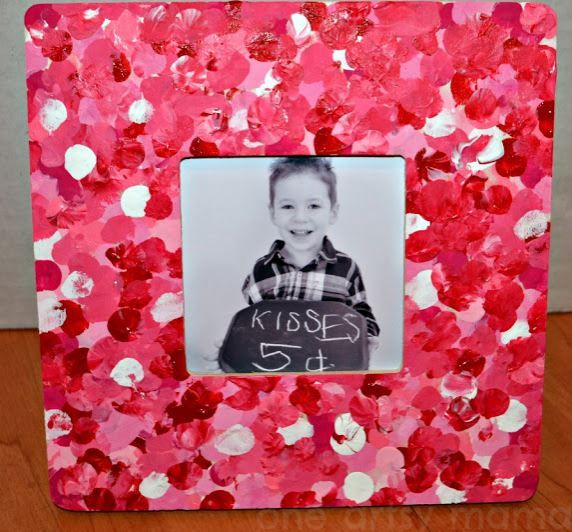sweet frame from the heart #craftsforkids #valentinesday DIY Valentine's Day Crafts for Kids..might be doing this with my 1 year olds for their parents