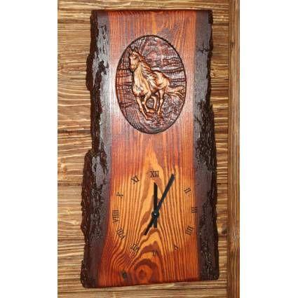 Wooden clock – a galloping horse A clock decorated with a motive of a galloping horse can be an ideal present for horse-enthusiast relatives, acquaintances, friends …    Fenyő alapanyagból készült, lovas motívummal díszített falióra, ideális ajándék lehet lovat kedvelő rokonnak, ismerősnek, barátnak...