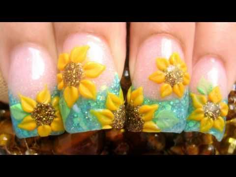 Campo de girasoles mis uñas acrilicas con brillantina glitter azul y flores amarillas 3d