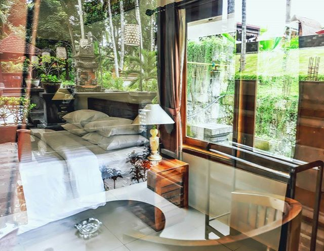 Morning shade... its always a good feeling to woke up in the morning with a beautiful natural view on the window.. . The Artini Resort, Ubud . 📷 : @jibrhm #Bali #Ubud #room #shade #beautifulhotel #nature #interior #hotel #hotelinubud #vacation #travelblogger #traveling #leisurely #holiday #monday #novemberchallenge