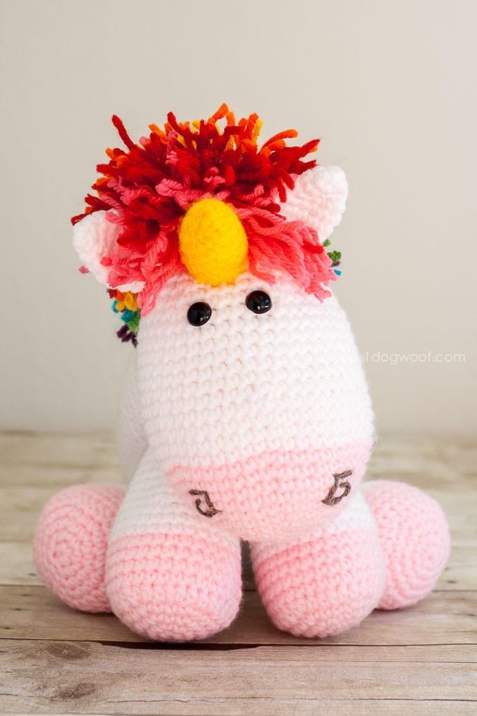 Rainbow Unicorn - Free Amigurumi Pattern here: http://www.1dogwoof.com/2015/01/rainbow-crochet-unicorn-pattern.html