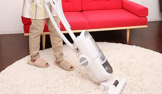 掃除機をかけながら 掃除機ひざ揺らし [1グループ・軽い全身運動] - gooダイエット