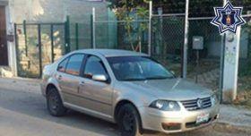 Localizan jetta con reporte de robo en Santo Domingo Barrio Bajo, Etla