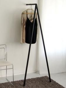 Tripod-shaped Coat Hanger / BureaudeBank