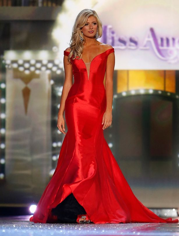 The Miss America 2016 contestants embraced the trends of the year and they were clear when you look through the photos from the competition. Simplicity, rich fabrics, plunging necklines.. oh my! This class of evening gowns is an imperative reminder that whatever evening gown you choose, you must make your own.  Consider what about you is special, from personality to body composition, and utilize this phase to communicate that to the judges. When you stand in that lineup, what about the gown…