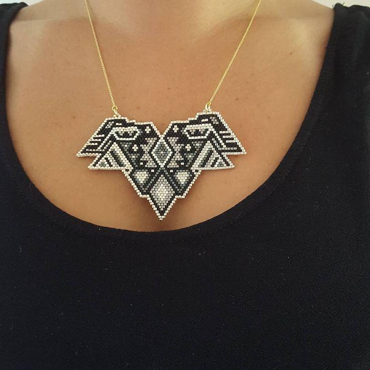 Plastron porté #peaudanne #perles #diy #jewelry #madewithlove #brickstitch #tissageperles #tissagemiyuki #peyote #miyuki