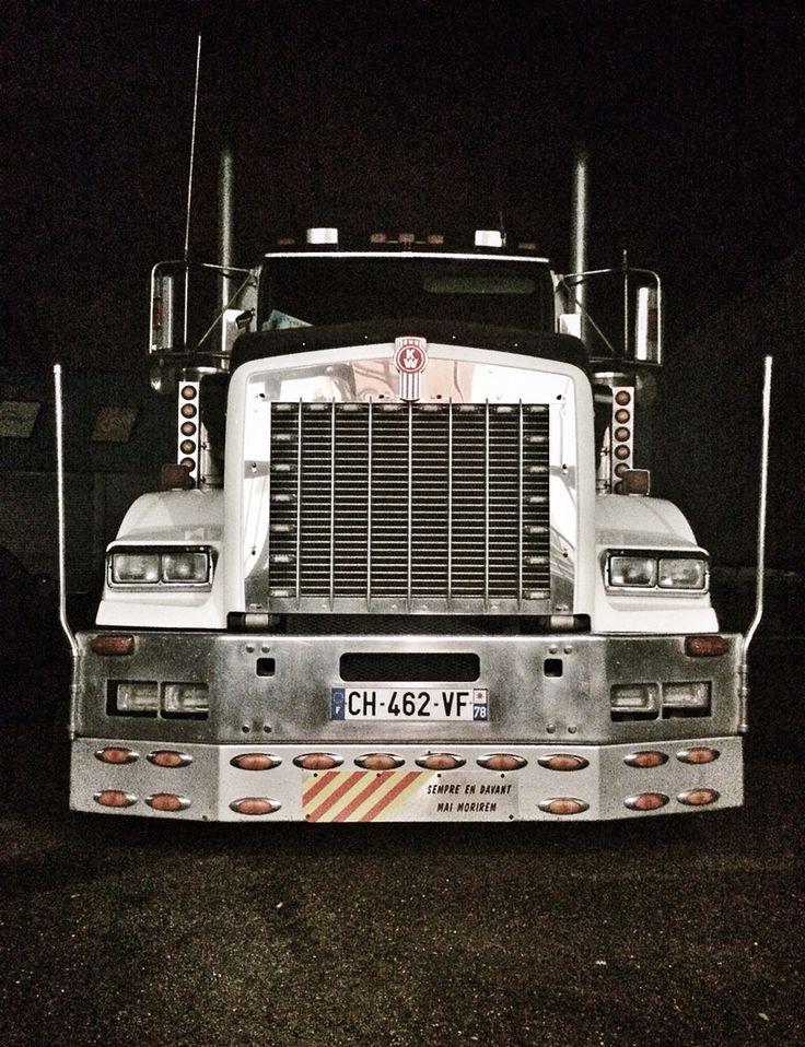 Le camion KenWorth d'Ovio... Sempre en davant mai morirem ! Photo © Copyright Yves Philippe