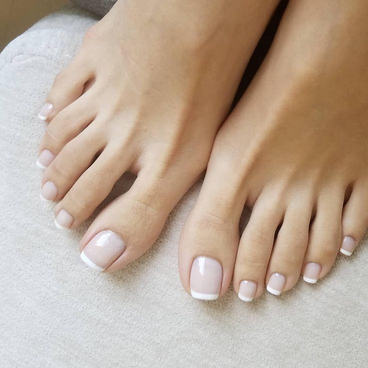 Fresh pedi #frenchpedicure | Uñas de pies sencillas ...