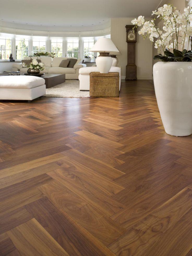 Bij Beukers Vloeren bent u aan het juiste adres als het gaat om een unieke, houten vloer. Wij helpen mensen een prachtige eiken vloer in hun woning of werkruimte te verwezenlijken.