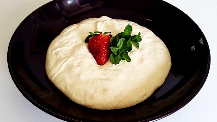 Mascarpone cheese cream Italian way - http://easyitaliancuisine.com/mascarpone-cheese-cream/