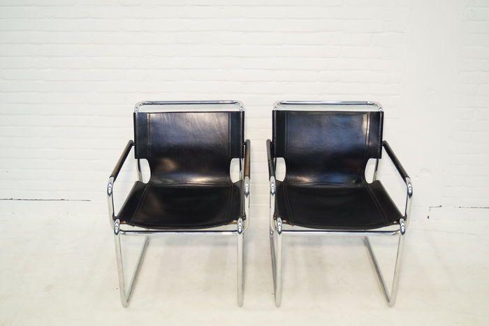 Kavel met 2 design fauteuils, mooi zwart leer