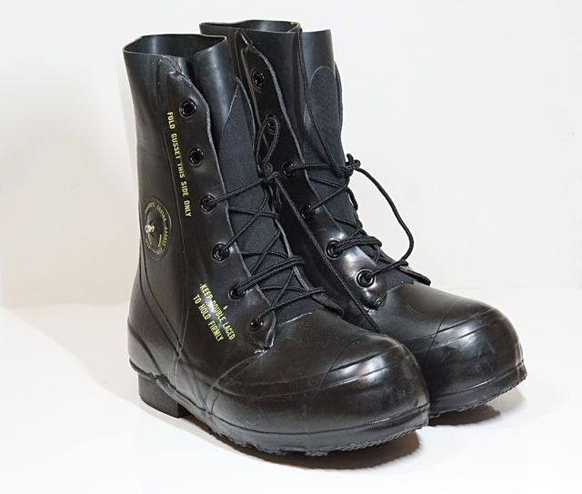 British Army extreme-cold-weather boots are a great addition to any winter collection. These rugged items can transition from hiking in the mountains to ice fishing with ease. They are made of genu...
