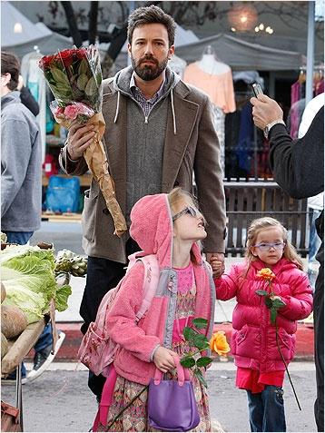 Ben Affleck buying a dozen red roses for his wife Jennifer Garner. Swoon! http://www.ivillage.com/hot-celebrity-husbands-0/6-a-527999#