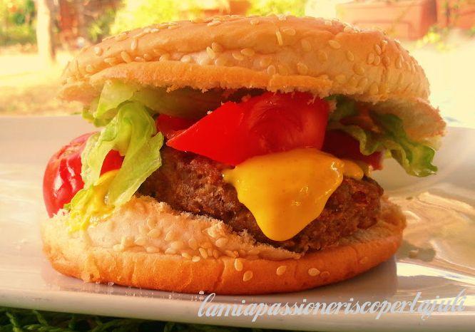 Ricetta hamburger,senape insalata hamhurger,pomodoro pepe,una ricetta semplice ma preferita per i ragazzi,specialmente l'estate,mangiare un panino hamburger