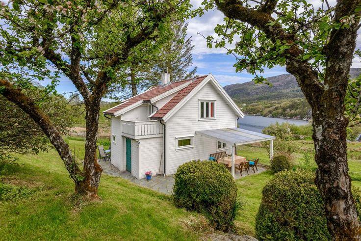 FINN – $1,750,000- SkjoldastraumenFlott beliggende eiendom med utsikt. Stor tomt.