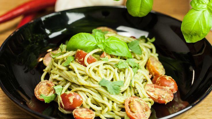 Spaghetti mit Avocado Pesto