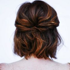 The *perfect* wedding hairstyle for short-haired girls <3 I dont know if I have enough for this .