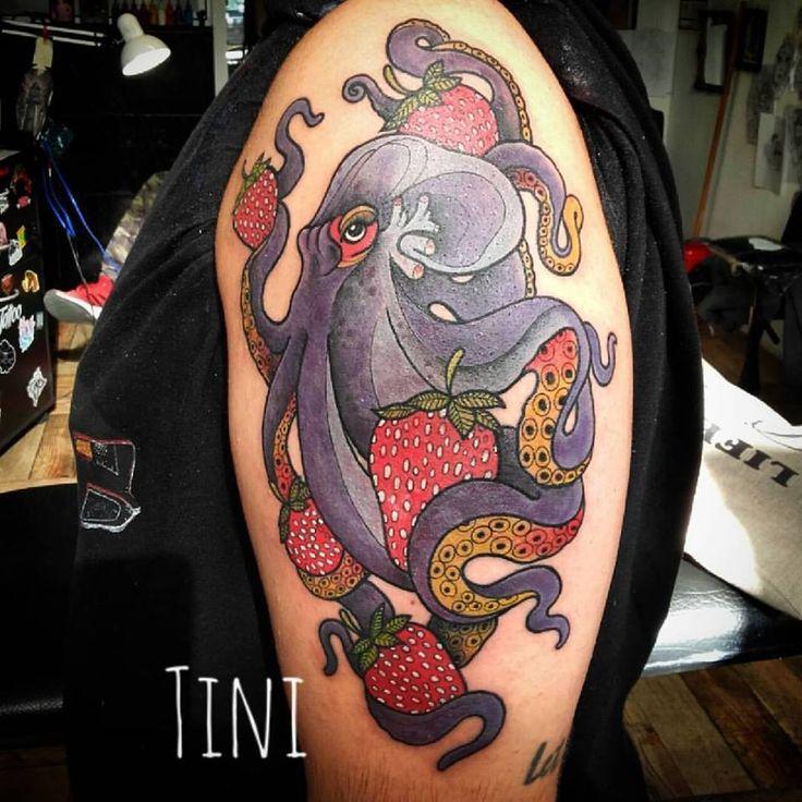 así comenzamos con esta manga temática de fran! Octopus's Garden y strawberry fields. todo de un tirón! un genio por el aguante! la paciencia! y sobre todo la confianza para dejarme hacer este tattoo. muchas gracias! los espero en @timetattoostudiomdq hasta el 30 de marzo!  1 al 16 de abril en Alemania! y del 16 de abril al 15 de mayo en España. interesados en tatuarse! escribir NO por Instagram o Facebook.  #octopus #octopustattoo #pulpo #tatuajepulpo #fresatattoo  #fresas #frutillas…