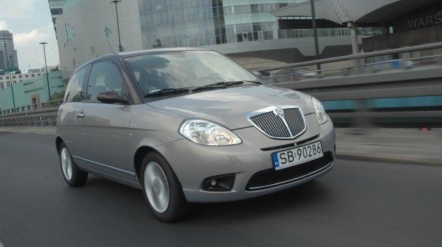 Mała, a cieszy. Brakuje jej zadziorności Fiata 500, nie przyspiesza tętna tak jak Mini, ale ma swój styl. Zwłaszcza dla kogoś, kto ceni sobie dopracowane detale.  Czytaj więcej na http://www.magazynauto.pl/uzywane/opinie/news-uzywana-lancia-ypsilon-ii-2003-2010,nId,955880?utm_source=paste_medium=paste_campaign=firefox