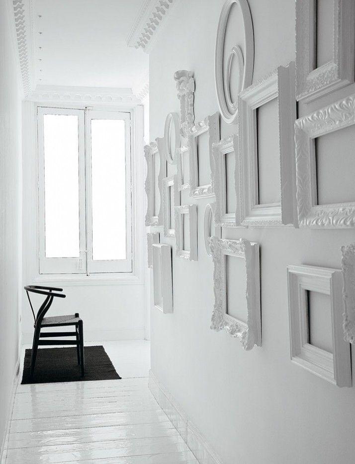 Enter the Void: 13 Empty Frames as Decor