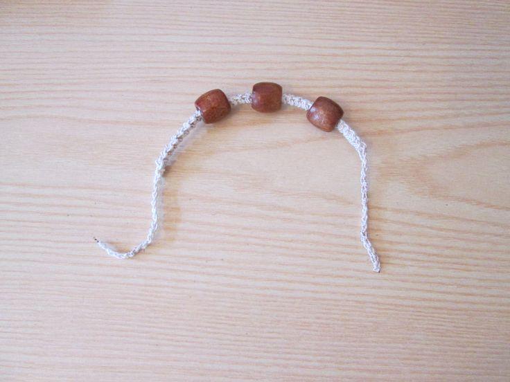 Braccialetto con perline di legno