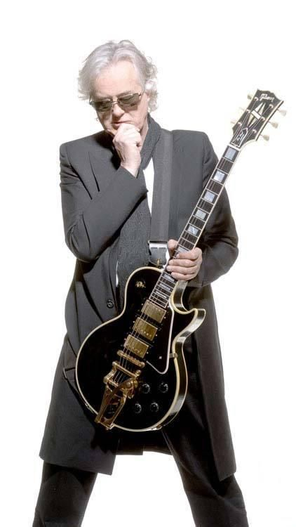 jimmy page with his namesake les paul custom with bigsby that gibson based on the 1960 les paul. Black Bedroom Furniture Sets. Home Design Ideas