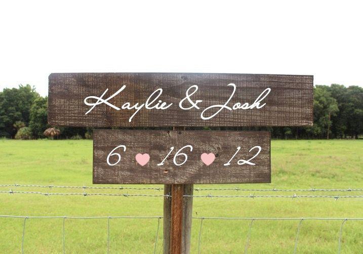 Holz mit Tafelfarbe bestreichen und beschriften - Rustic Wooden Wedding Signs Set of 2  Two Tier von ThePaperWalrus, $64,99