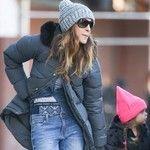 Sarah Jessica Parker embraces Kari Traa! Here she is strolling around in New York wearing Kari Traa Rose pant to keep warm :)