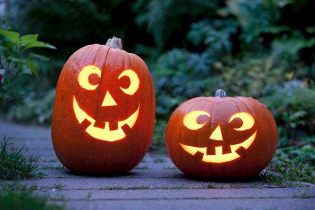 Dyniowe lampiony i rzeźby na Halloween