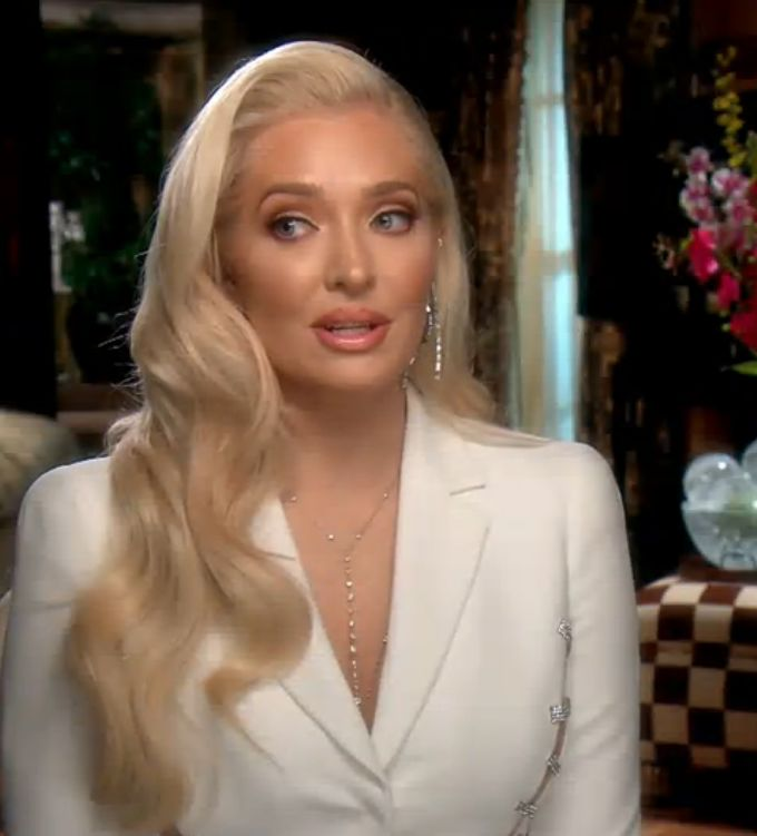 retro Hollywood curls, glam hairstyle (Erika Girardi of The Real Housewives of Beverly Hills)