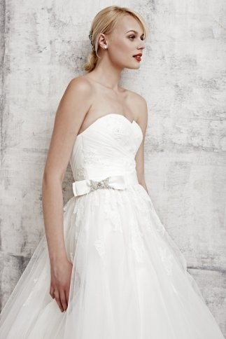 Ball Gown Tulle Floor Length Sweetheart Bridal Gown With Appliques