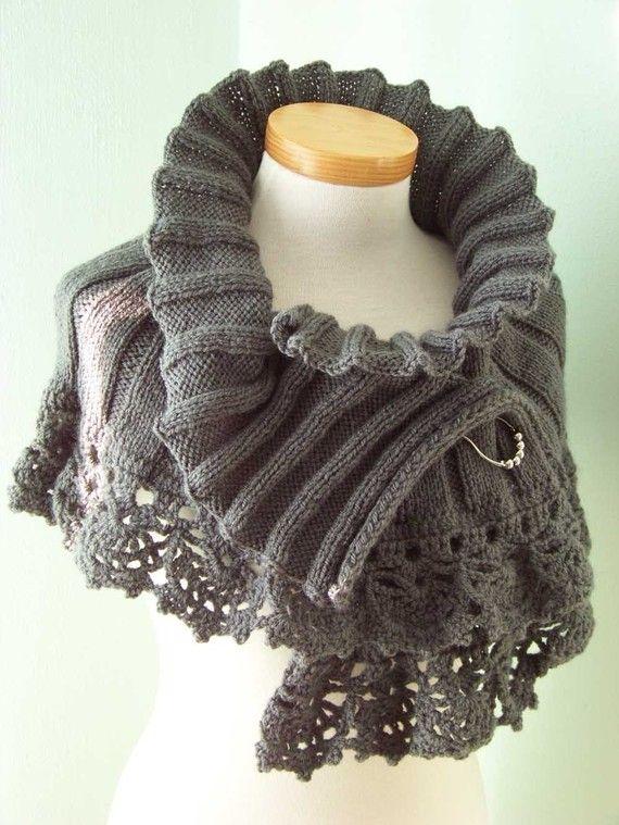 Capelet élégant/capot, tricot et au crochet. Pour ce modèle, vous devez avoir quelques connaissances de base du tricot, de crochet et de lecture de cartes.  Pas envie de faire vous-même ? Ou pas pu ? Il suffit de cocher autre mon magasin ; http://www.etsy.com/shop/berniolie  Fils de ; 300 gr/10,6 oz Knittingneedle circulaire ; 4mm / US 6, 24 Crochet ; 4mm/G  Ce modèle est également disponible en Néerlandais, faites le moi savoir dans votre commande si vous voulez que la version, sinon je…