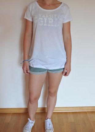 Kup mój przedmiot na #vintedpl http://www.vinted.pl/damska-odziez/koszulki-z-krotkim-rekawem-t-shirty/9962642-luzna-biala-koszulka-z-nadrukiem