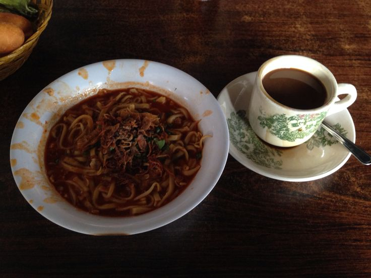 Breakfast in style @ Batam: super tasty and juicy Mie Tampera - Tampera noodle with Kopi O - O Coffee. Delicious!