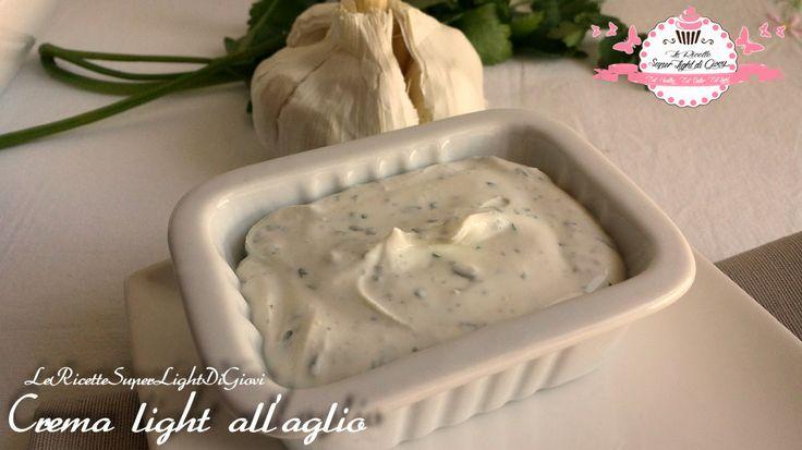 Ciao a tutti! Questa crema leggerissima che ho preparato per le polpette light di pollo alle verdure è indicata per accompagnare carne ma anche per il pesc
