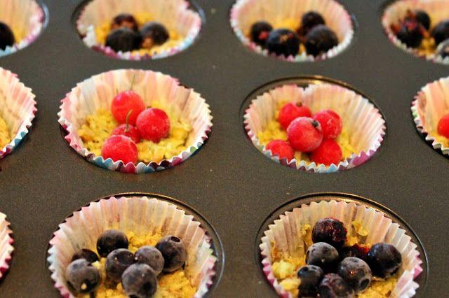 Pähkinä-suklaaleivokset marjoilla