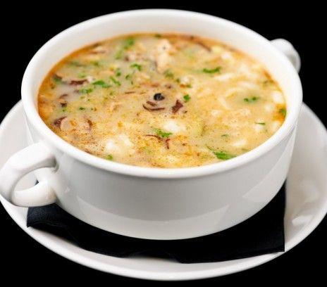 Tajska zupa z owocami morza - Przepisy.Ten przysmak kuchni orientalnej jest bardzo łatwy do zrobienia.  Tajska zupa z owocami morza to przepis, którego autorem jest: Magda Gessler
