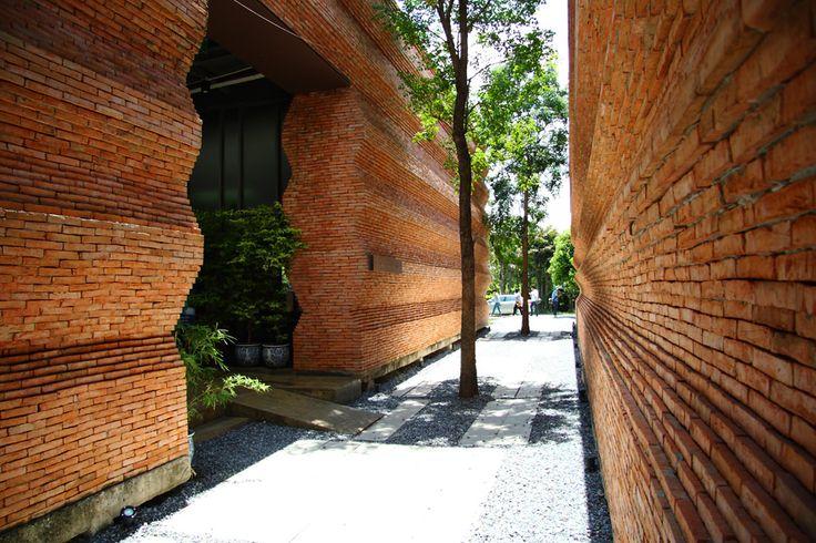 Kantana Film and Animation Institute | Wienerberger Brick Award 14 #gevel #baksteen #relief