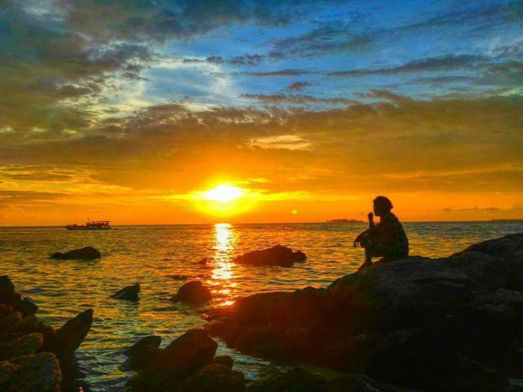 Amazing Sunset Lokasi: Tanjung Gelam Karimunjawa Foto: @mas_umam21  #ayokekarimunjawa #visitjepara #jatenggayeng #kompasnusantara