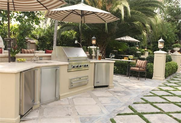 Transitional (Eclectic) Outdoor Kitchen by Christopher Grubb