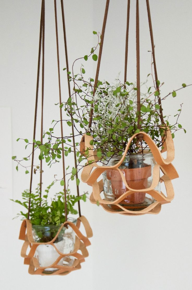 Leather plant hanger // Hand-cut veg tanned leather plant hanger