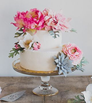 We heart all things pastel. And all things geometric. So combine the two, and we're so all about it. Weddings by Christopher & Nancy (a husband +wife photo team based inArkansas) had a vision for an indoor editorial filled withfun gold geometric shapes and asoft, romantic vibe. They teamed up withMagnolia Belle Floral & Designto...